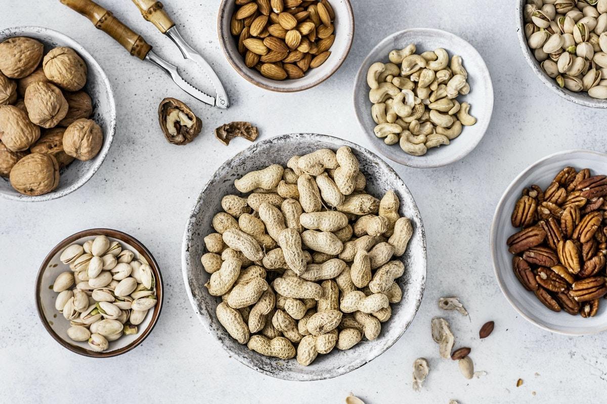 nuts as healthy snacks